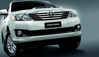 2012-toyota-fortuner-forcarscoop-8428