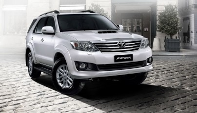 2012-toyota-fortuner-forcarscoop-8449
