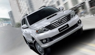 2012-toyota-fortuner-forcarscoop-8451