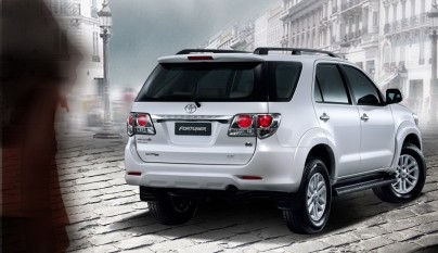 2012-toyota-fortuner-forcarscoop-8462