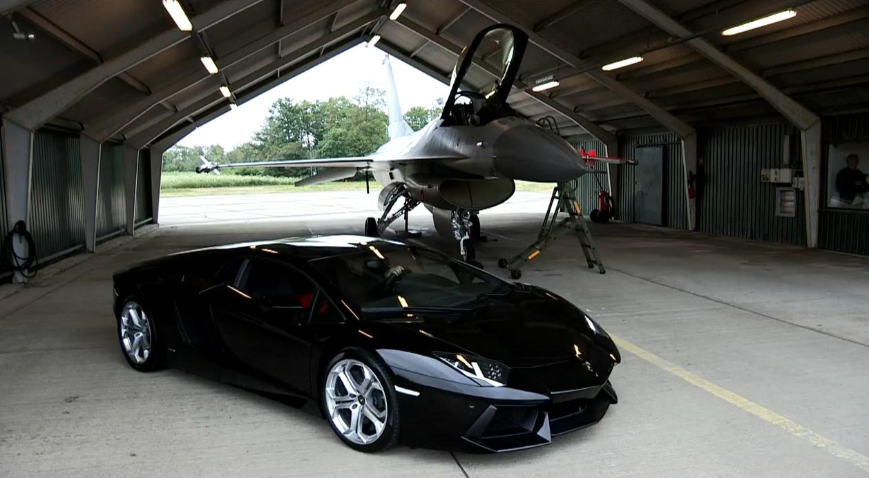 Lamborghini Aventador vs F16 Fighting Halcon