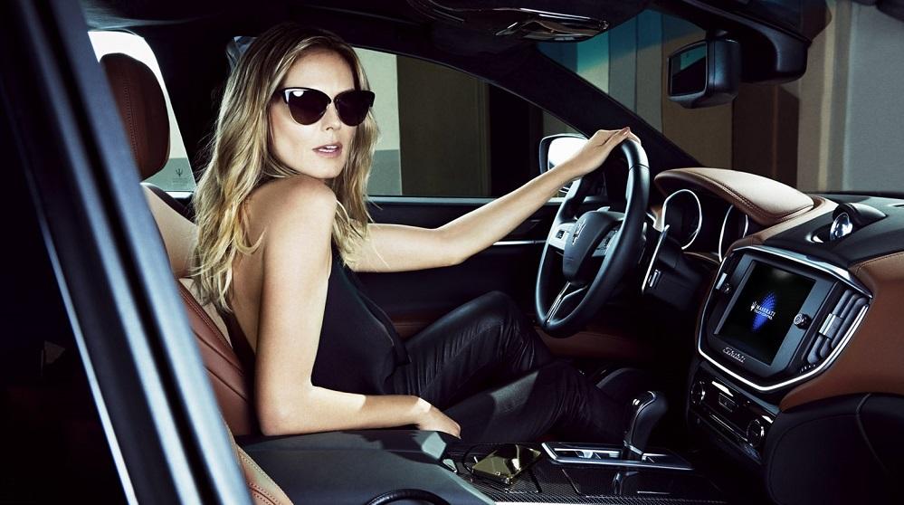 Heidi Klum dentro de un Maserati