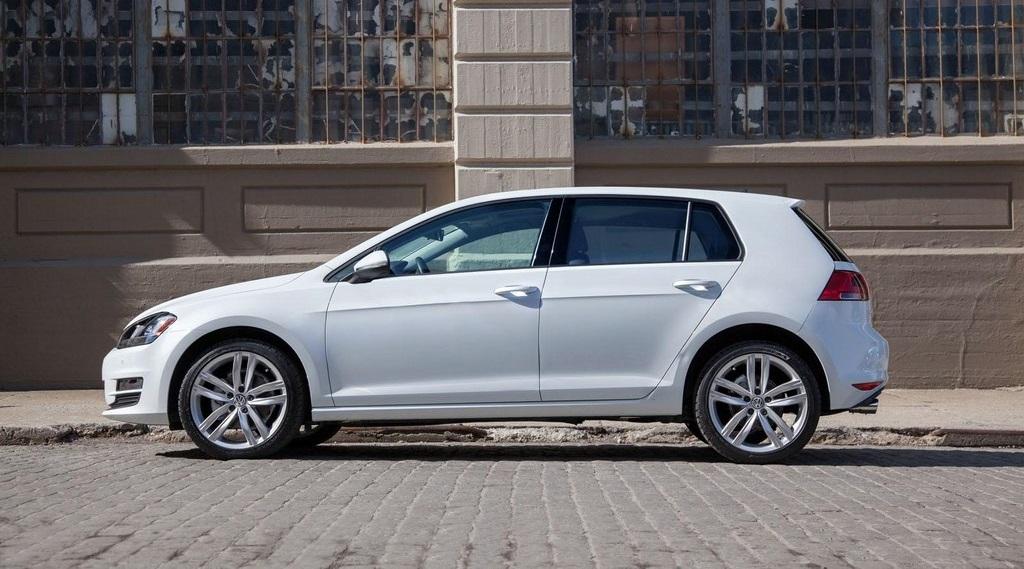 2015 Volkswagen Golf blanco lateral