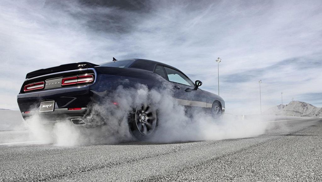 Dodge SRT Hellcat negro