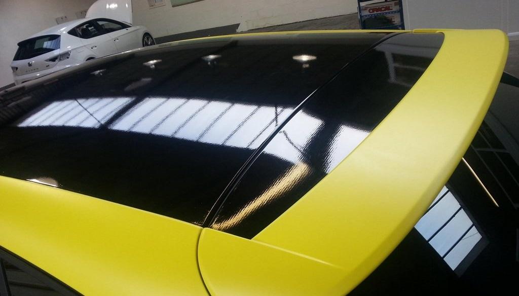 Leon Cupra amarillo techo