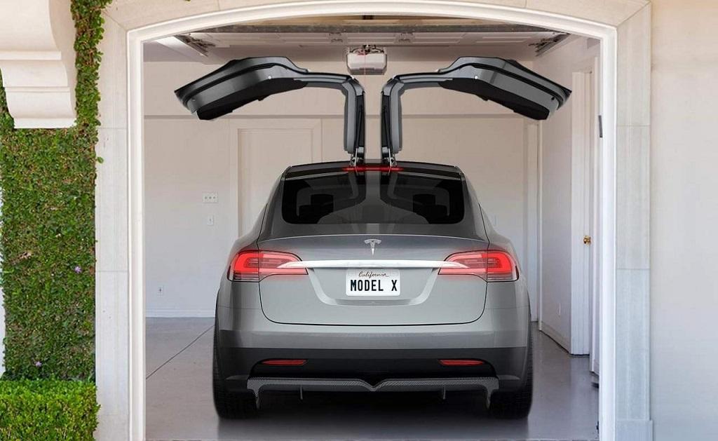 Tesla Model X alas de gaviota