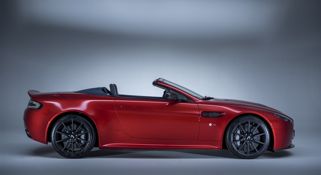 Aston Martin V12 Vantage S Roadster 15