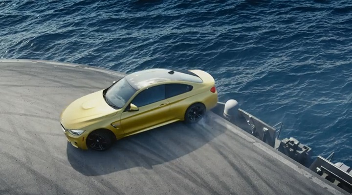 BMW M4 Coupe derrapando