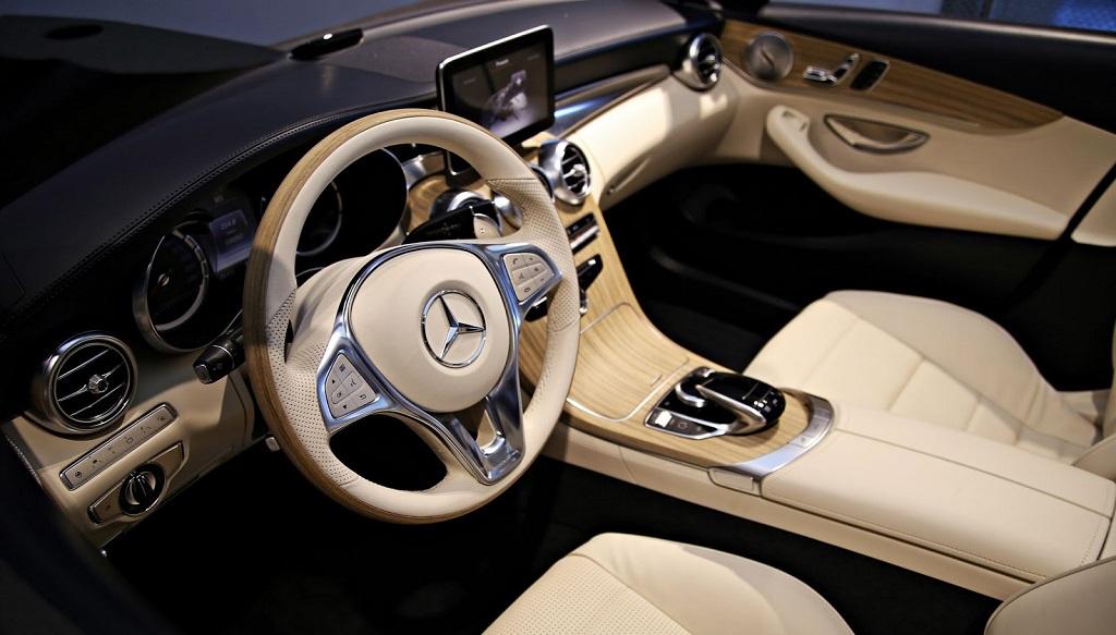 Mercedes benz clase c cabrio primeras im genes del interior for Interior mercedes clase c