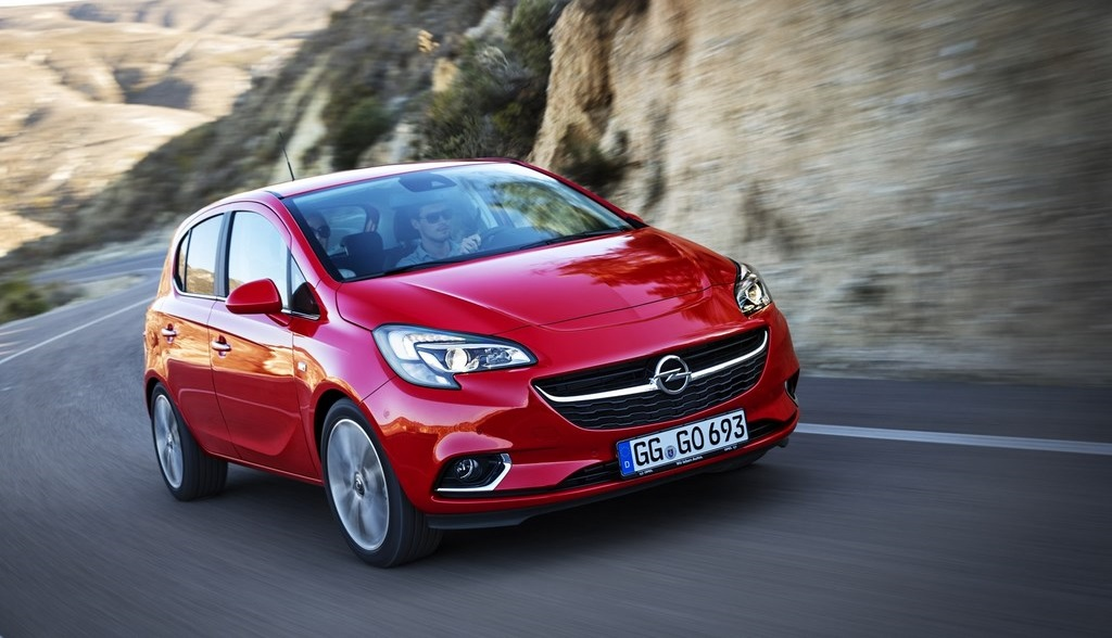 Opel Corsa 2015 en movimiento 2