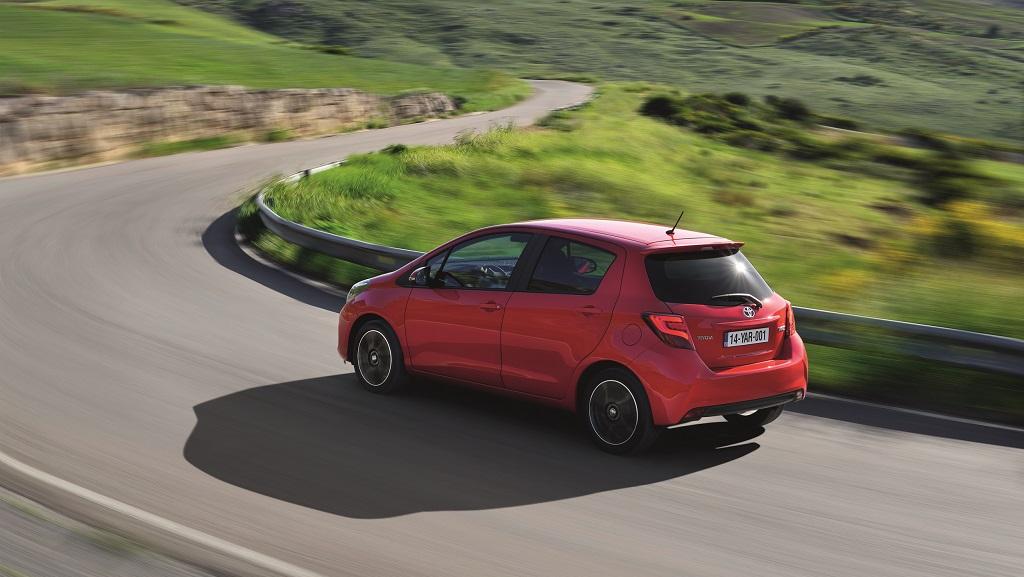 Toyota Yaris 2015 rojo