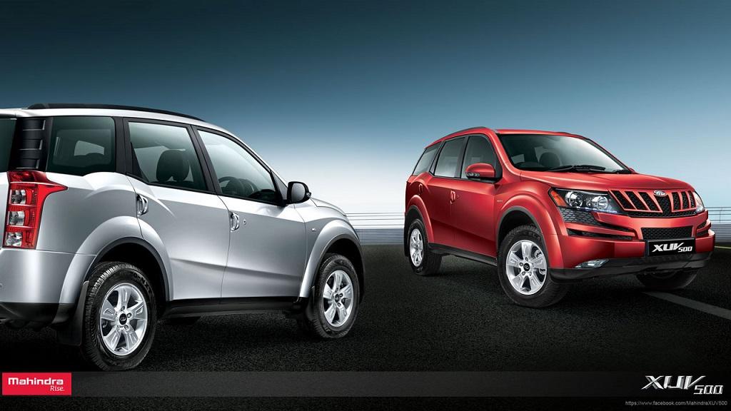 Mahindra XUV 500 rojo y plata