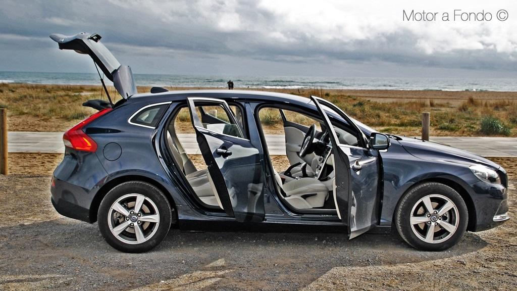 Volvo V40 puertas y maletero abierto