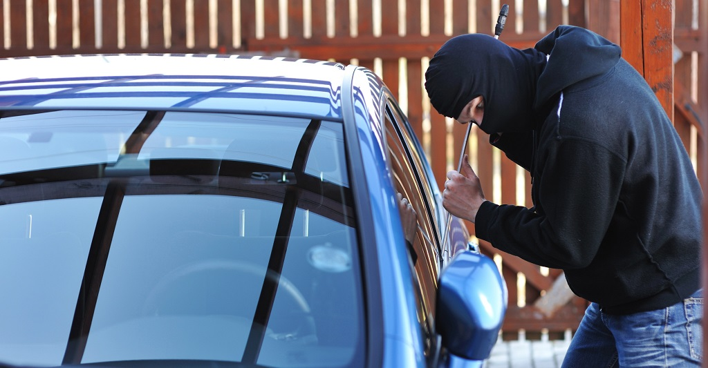 robando un coche