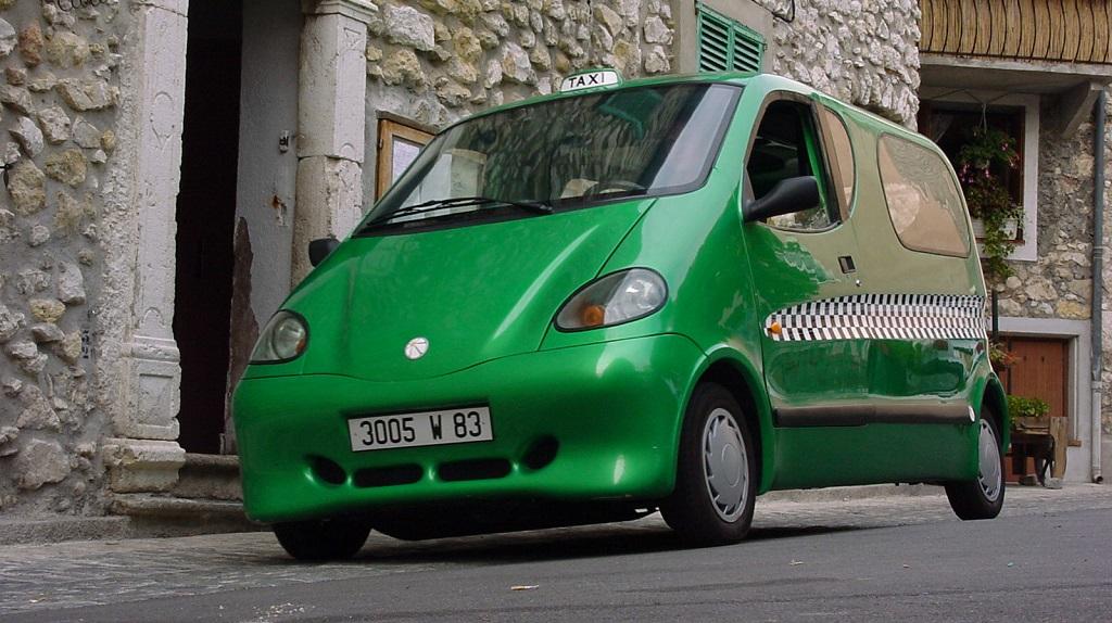 coche aire comprimido verde