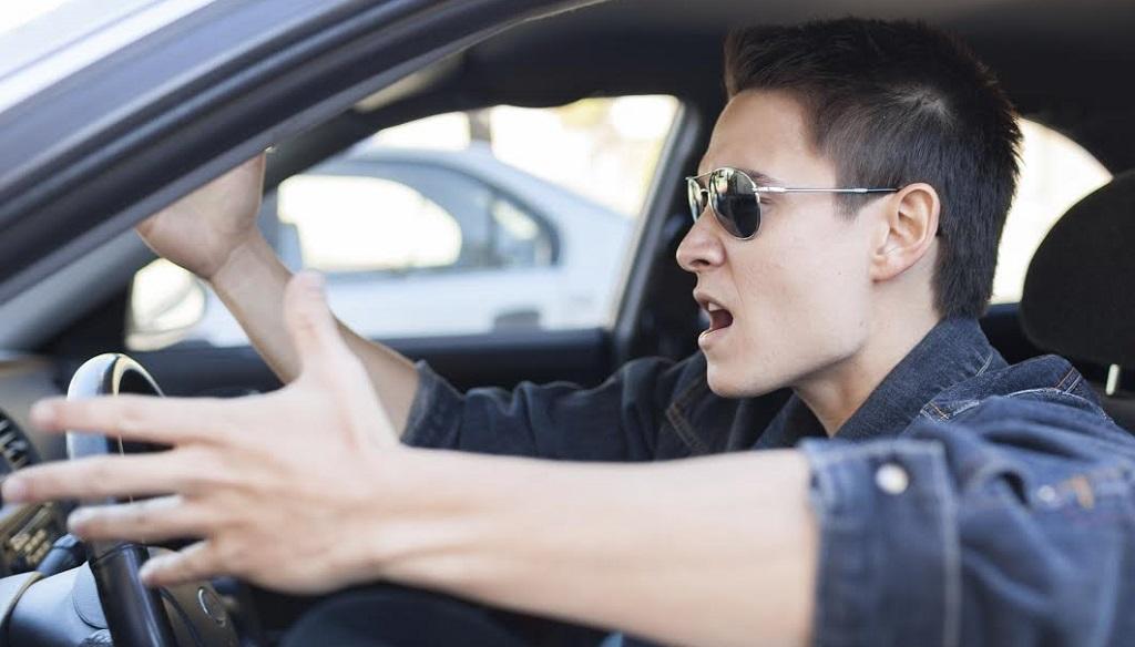 conductor enfadado