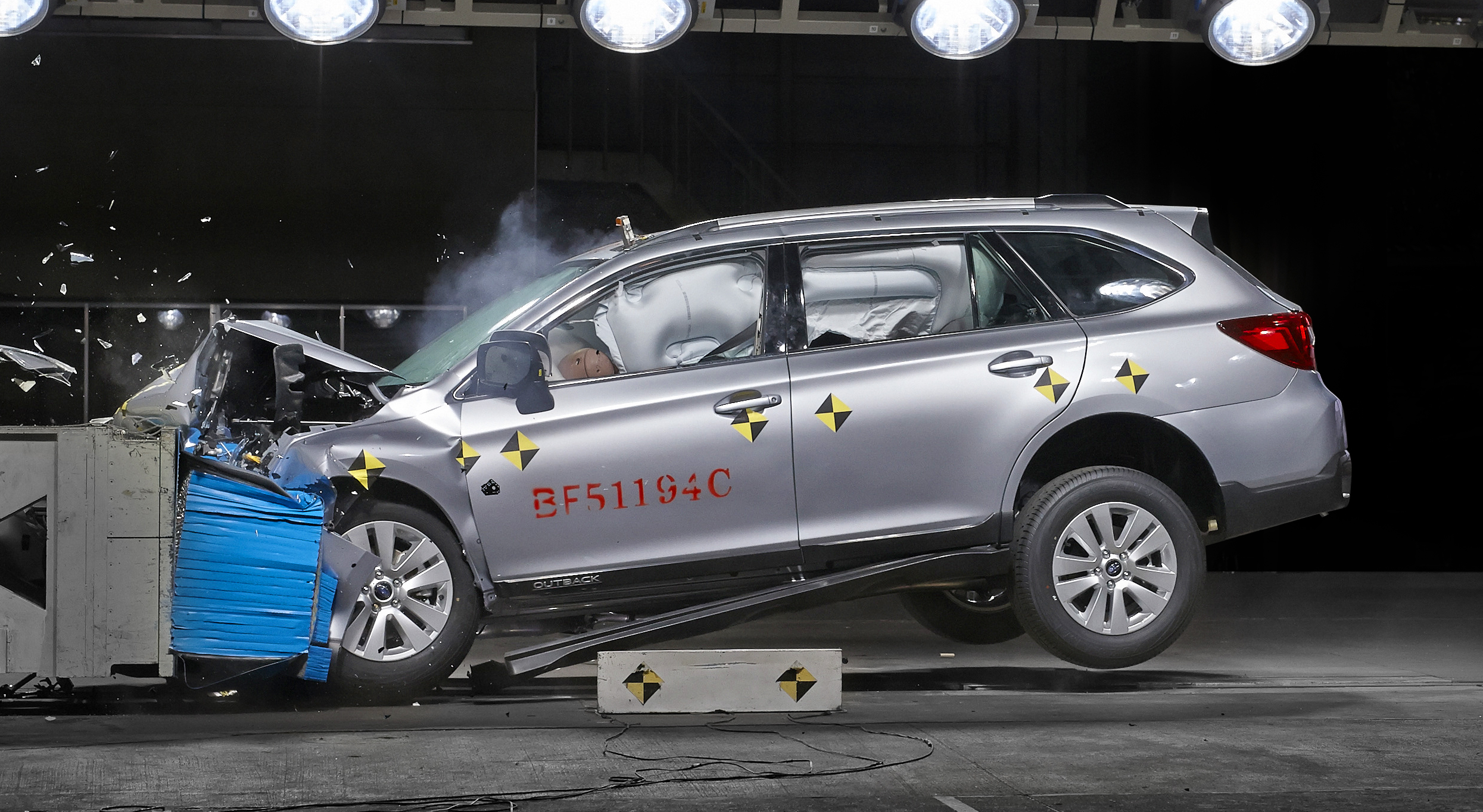 Subaru Outback 2015 crash test