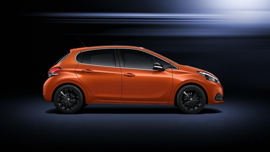 Peugeot 208 2015 lateral