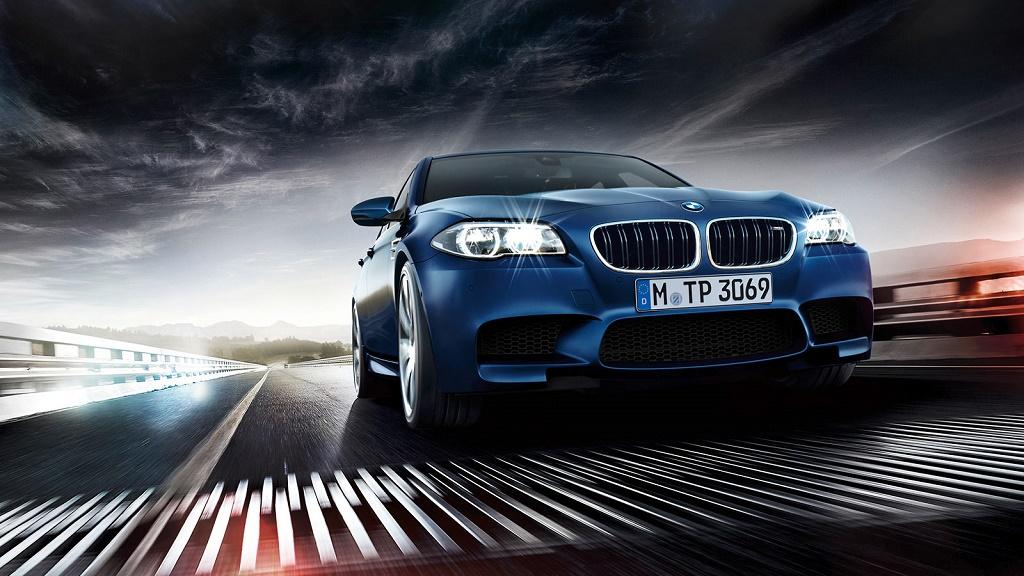 BMW M5 azul