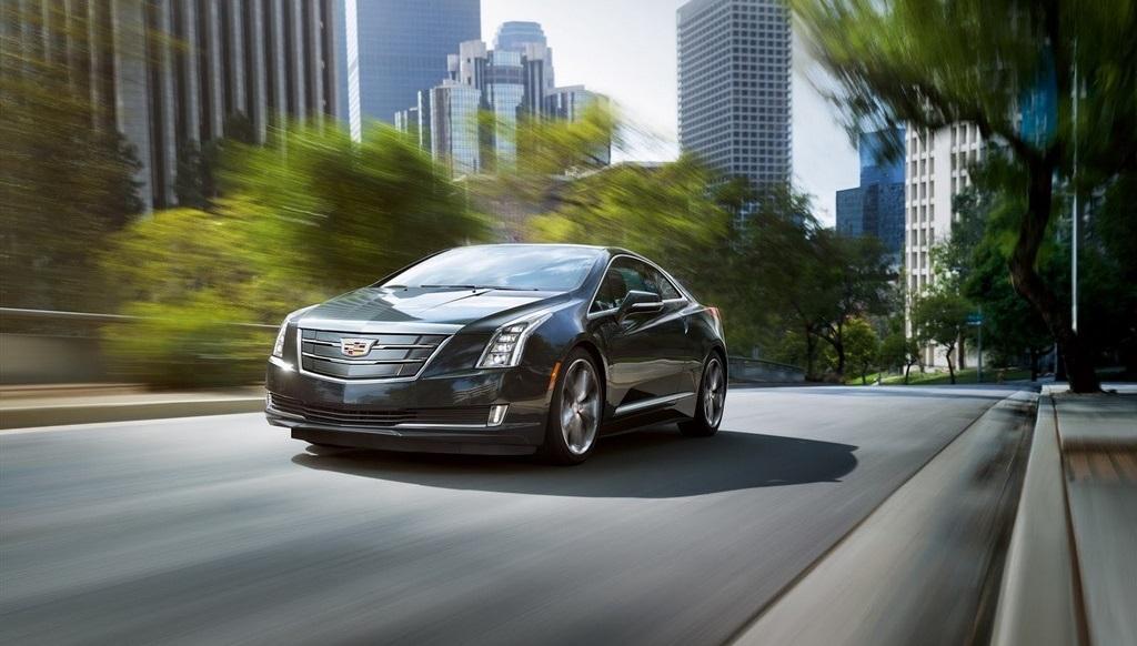 2016 Cadillac ELR Coupe frontal tres cuartos