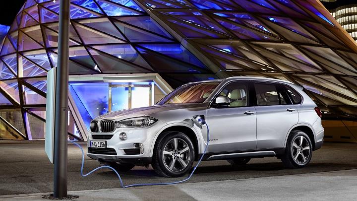BMW X5 eDrive cargando
