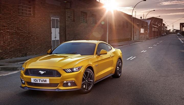 Ford Mustang amarillo