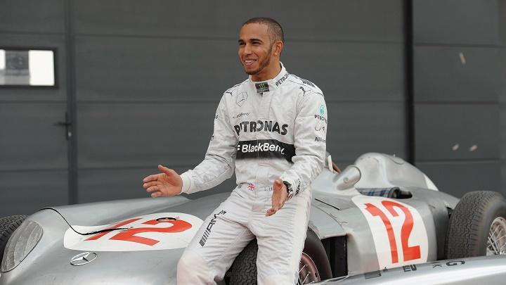 Lewis Hamilton sonriendo