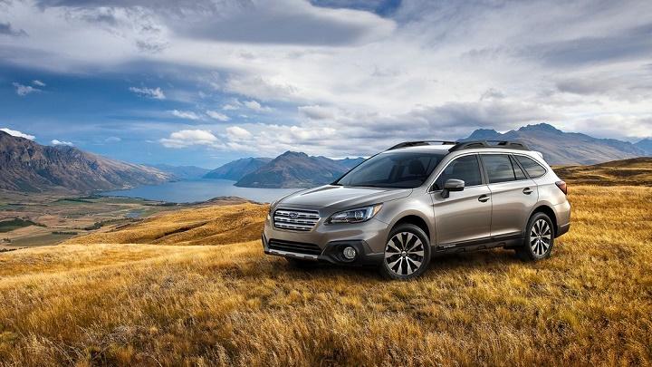 Subaru Outback 2015 en el campo