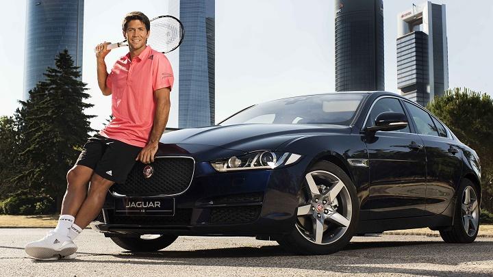 Fernando Verdasco junto al Jaguar XE