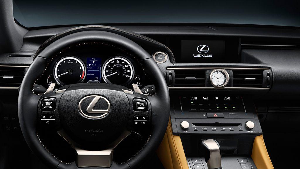 Lexus RC 300h volante