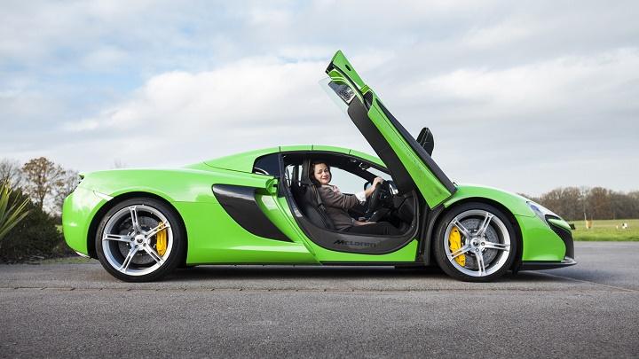 McLaren 675LT verde