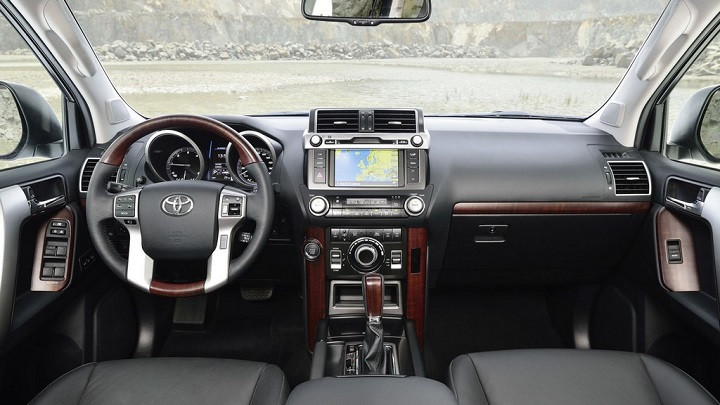 Toyota Land Cruiser 2016 interior 2