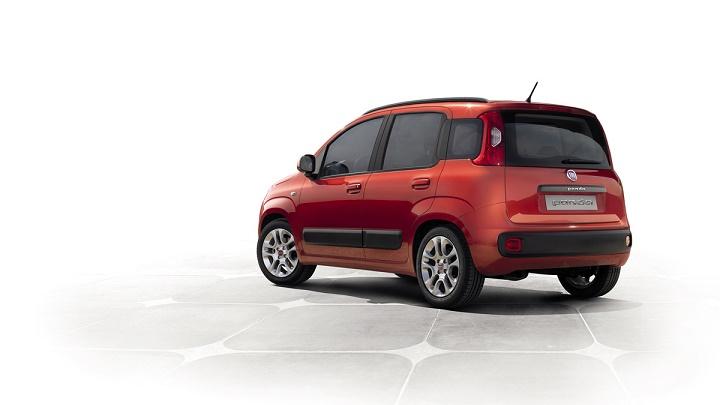 Fiat Panda rojo zaga