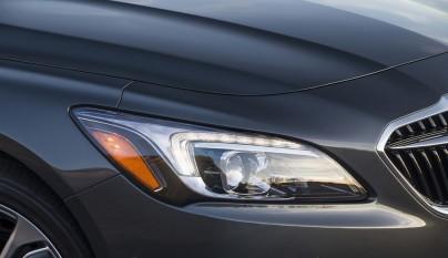 Buick LaCrosse faro delantero