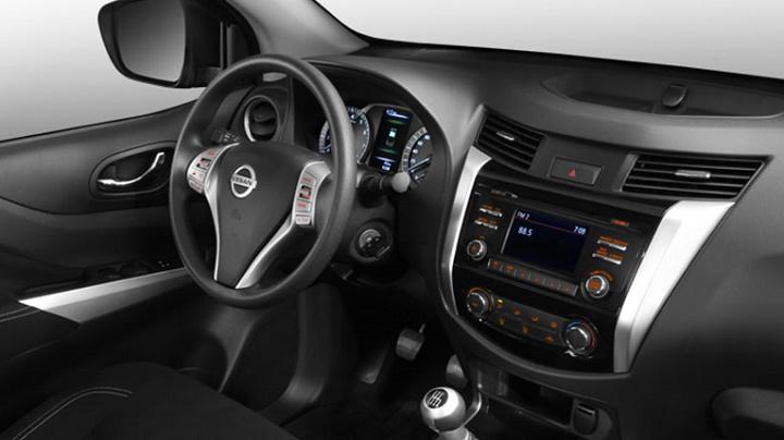 Nissan NP300 Frontier interior