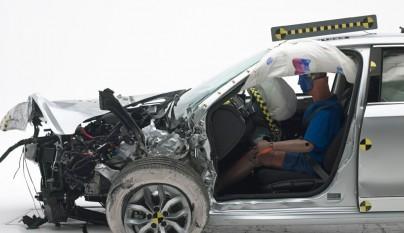 2016-volkswagen-passat-iihs-testing-front-crash-02