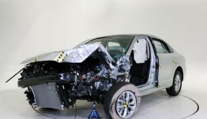 2016-volkswagen-passat-iihs-testing-small-overlap-front-test