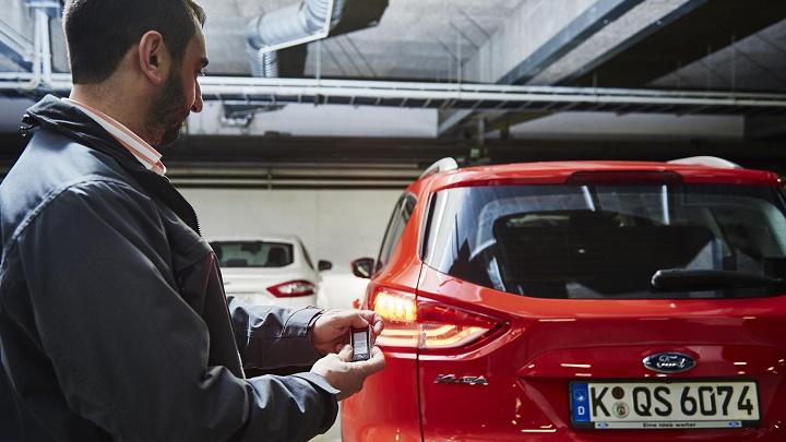 sistema aparcamiento remoto Ford