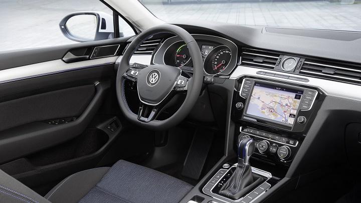 Volkswagen Passat GTE interior