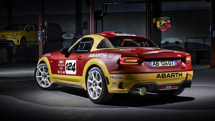 Abarth 124 Rally zaga tres cuartos