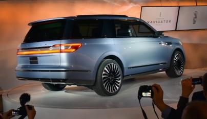 Lincoln Navigator Concept 8