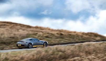 Aston Martin V12 Vantage S 2017 18