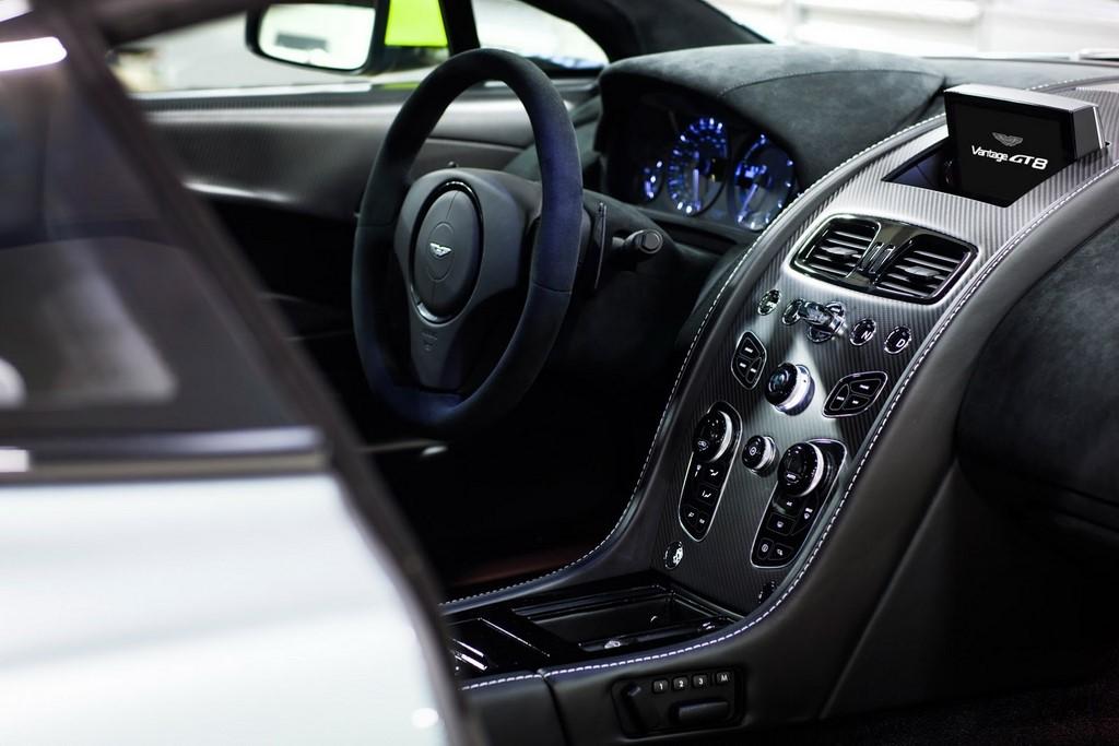 Aston Martin Vantage GT8 13