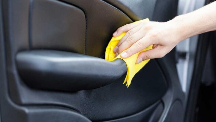 Consejos para limpiar los pl sticos del interior del coche - Limpiar el interior del coche ...