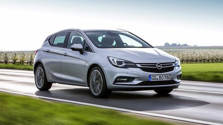 Opel Astra BiTurbo 2016 en movimiento