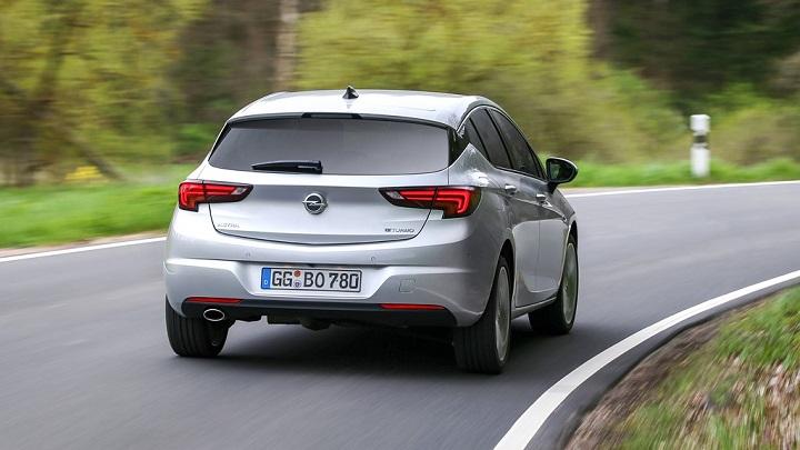 Opel Astra BiTurbo 2016 zaga