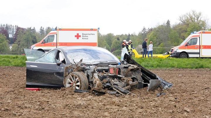 Tesla Model S accidente 5