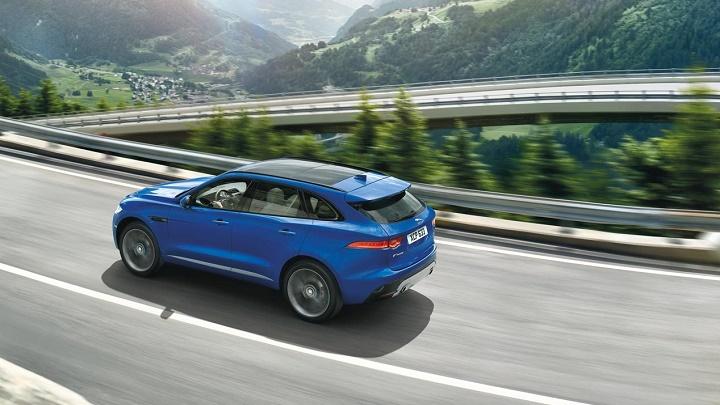 Jaguar F-Pace en carretera