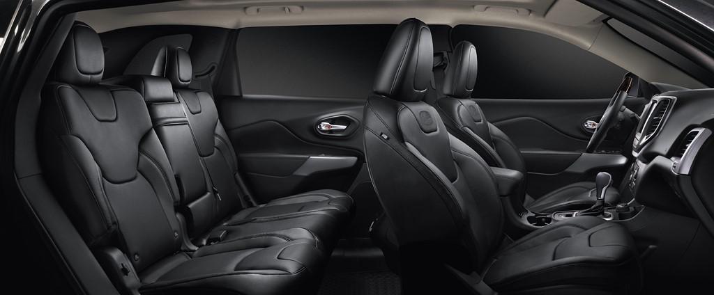 Jeep Cherokee Overland 2016 interior
