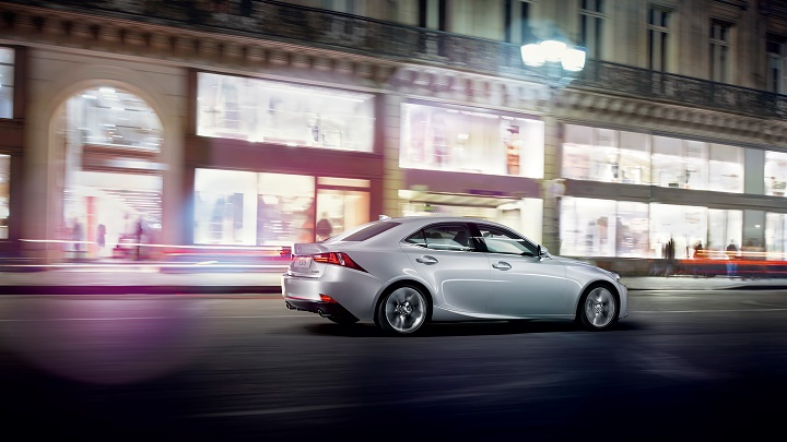 Lexus IS lateral